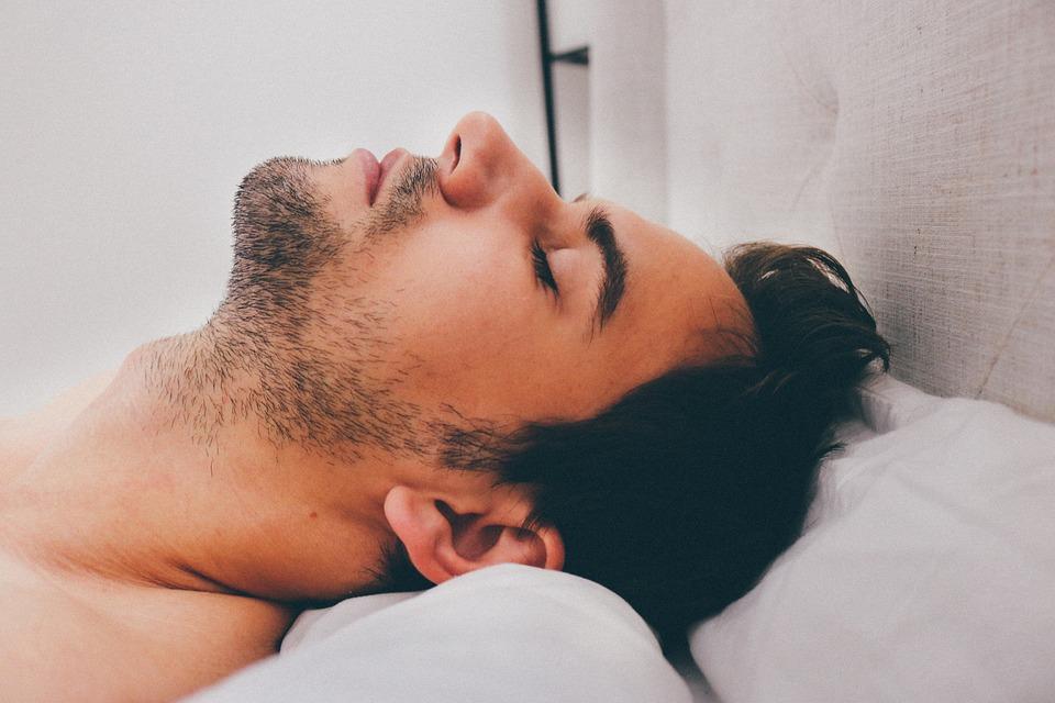 A letto felici? Meglio non arrabbiarsi prima di dormire