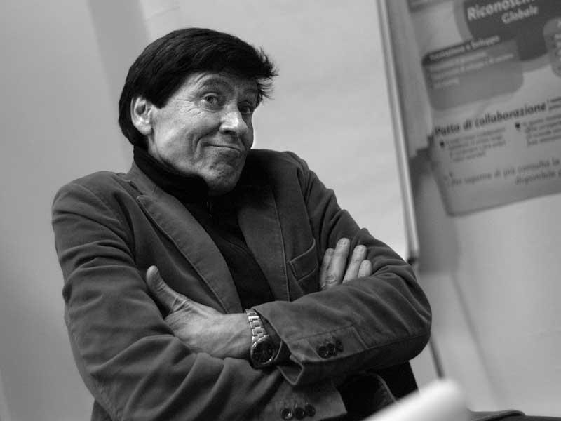 Gianni Morandi cade