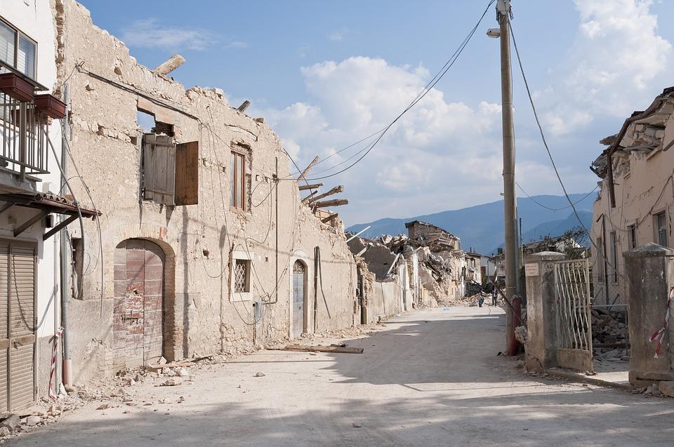 Terremoto Amatrice: crolla la parte destra della Chiesa, paura tra i cittadini