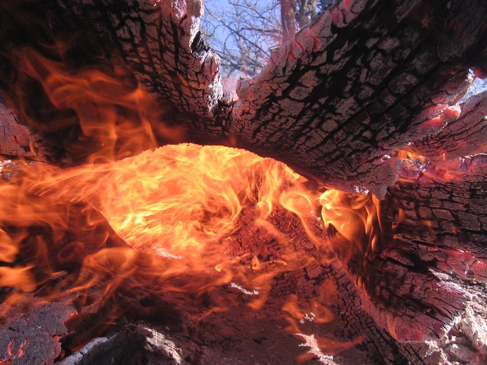 Incendi boschivi: il Monte Serra è in fiamme