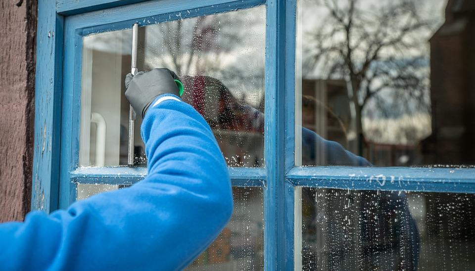 Pulizia finestre camera da letto: in che modo ottenere risultati perfetti