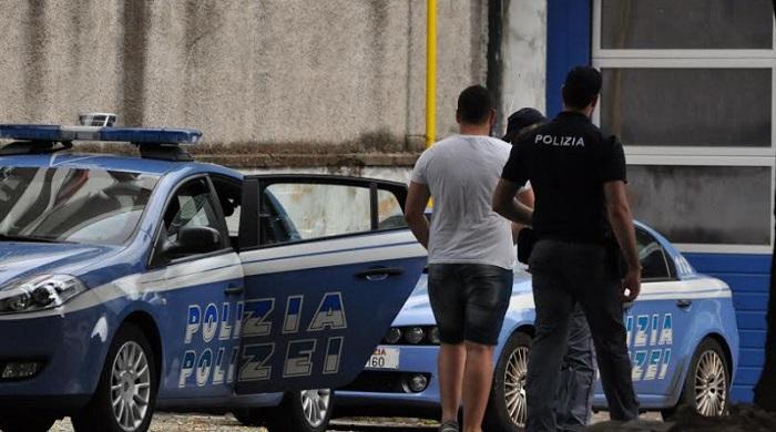 Arrestato uomo violento che non ottempera al divieto di avvicinamento alla moglie e alle figlie