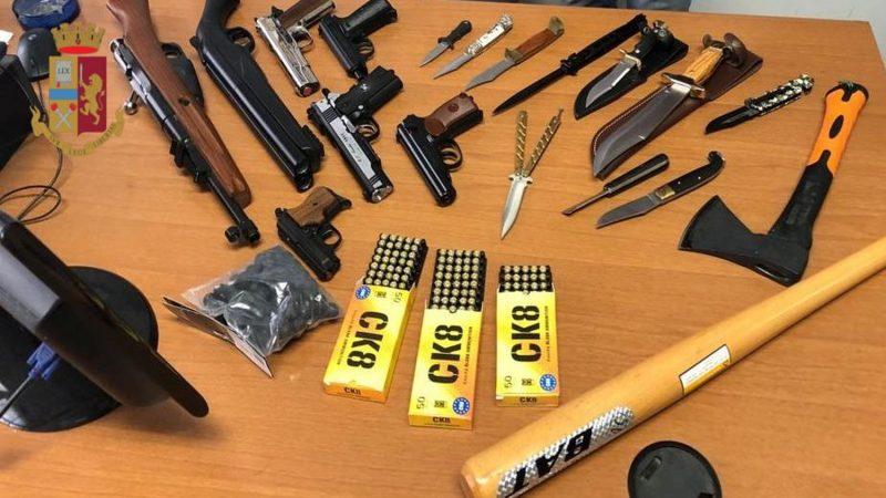 Porto abusivo di armi: indossa un coltello ed una pistola giocattolo
