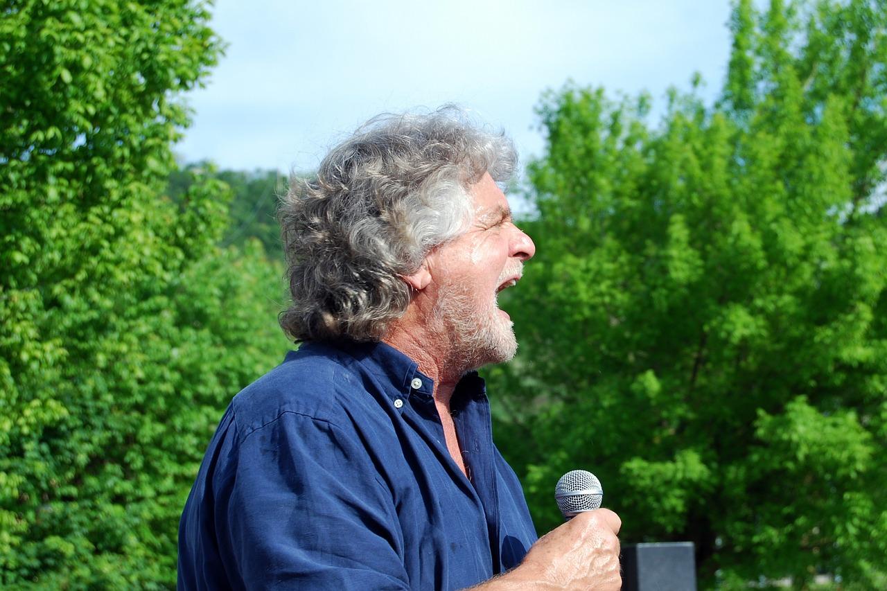 La proposta di Grillo per aiutare gli Italiani
