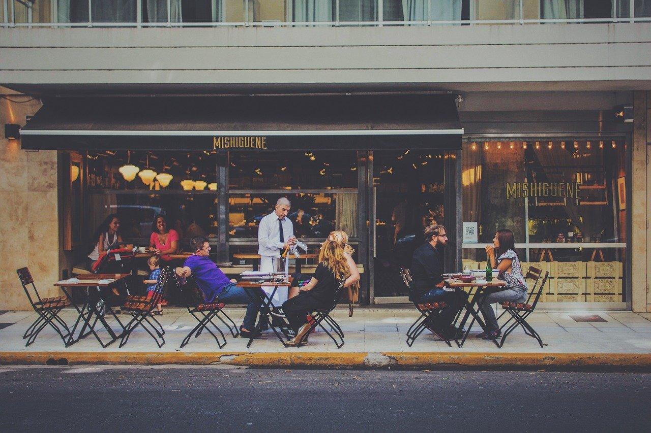 Posti all'aperto per bar e ristornati , la situazione è ancora poco chiara