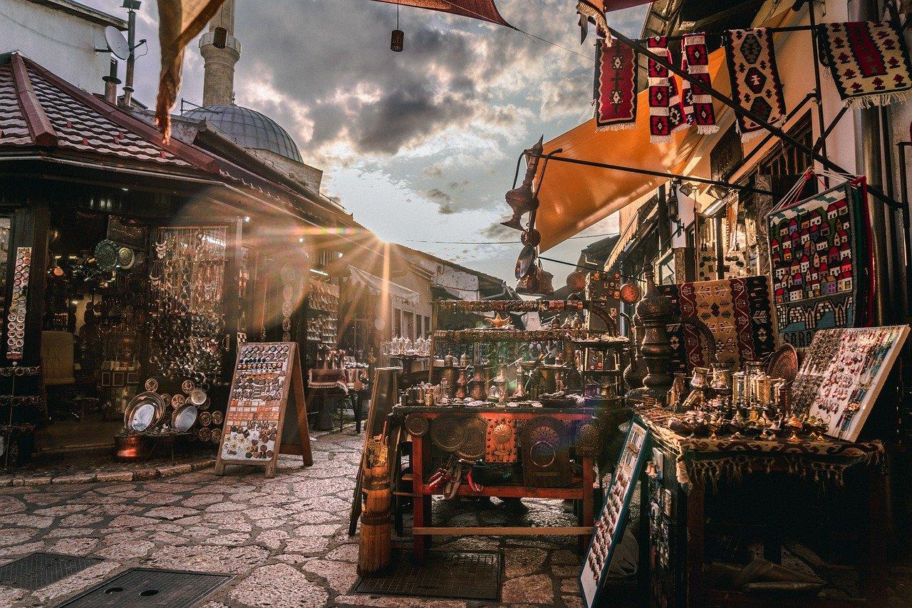 Roma : riapre il mercato di Porta Portese , il più grande d'Europa