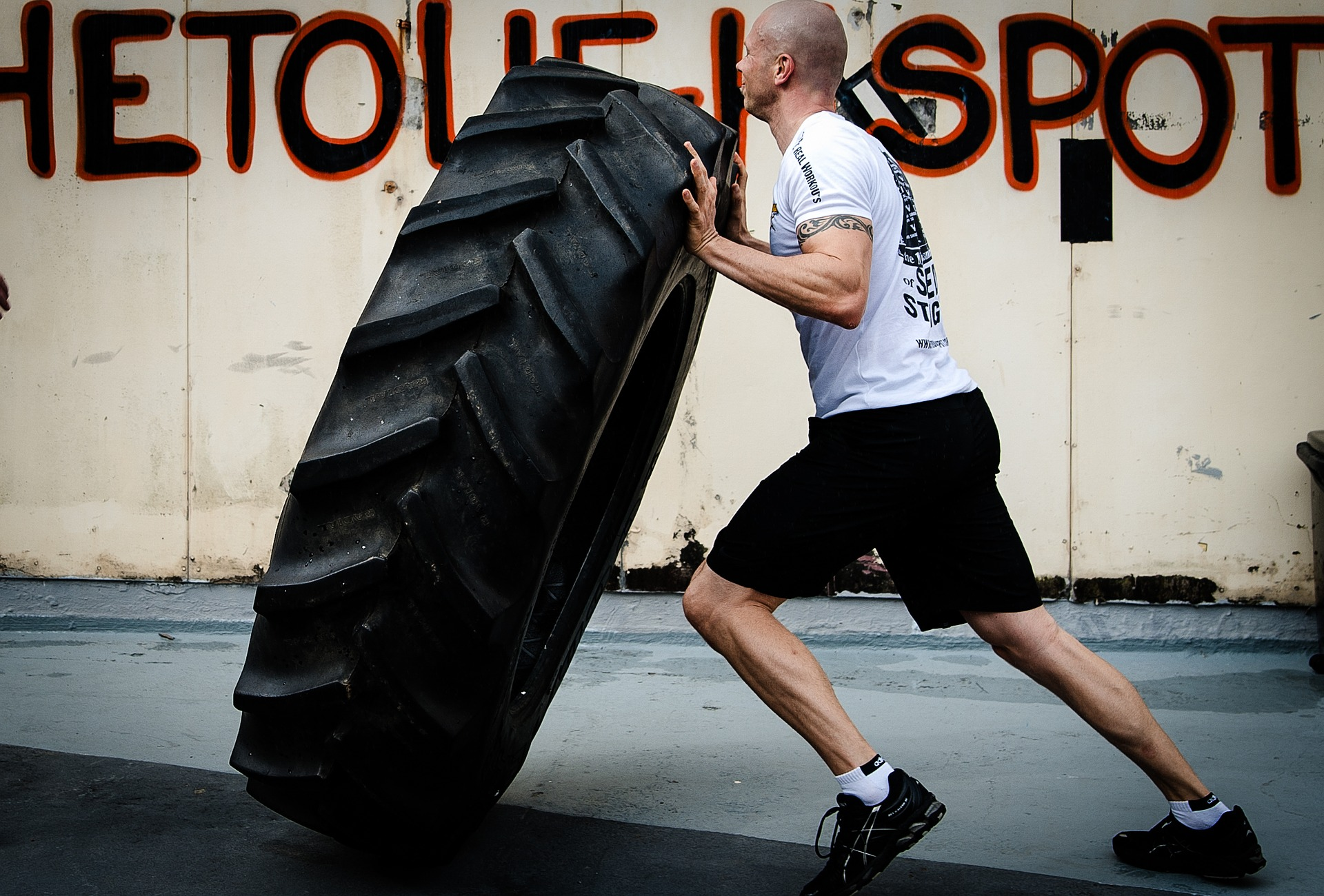 10 tyre-flipping-2141109_1920