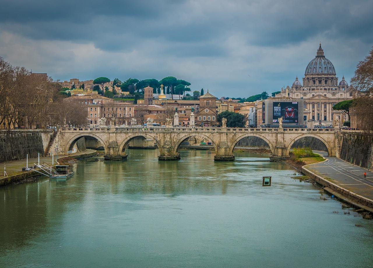 Roma, allagamenti e Tevere sorvegliato