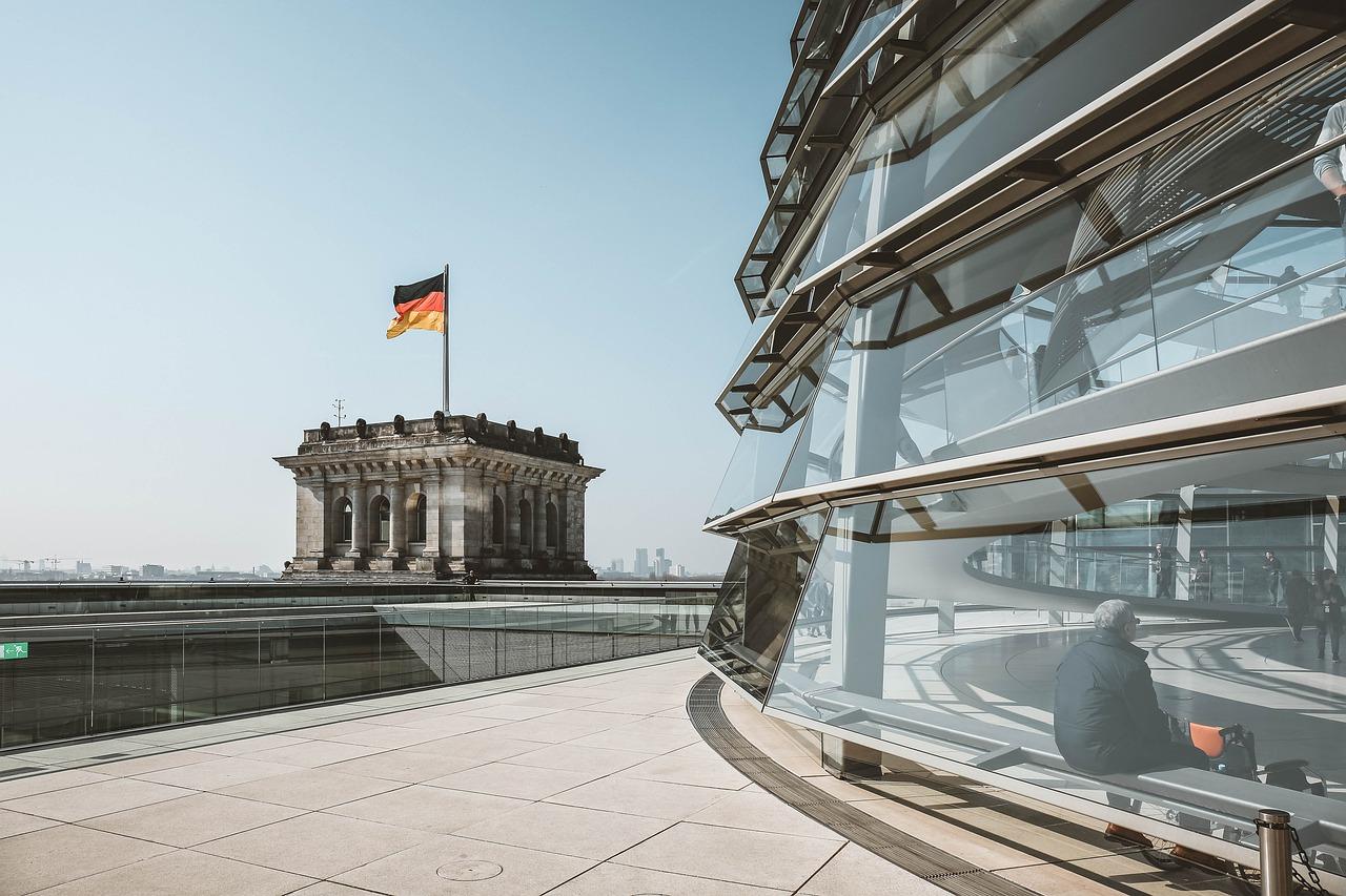 Germania, Merkel chiede scusa